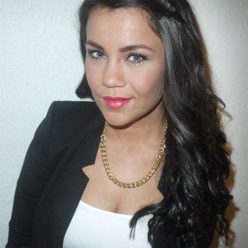 H&M-blazer,-SIX-halskæde,-necklace,-rosa-læbestift,-lipstift,-krøller,-curls,-extensions