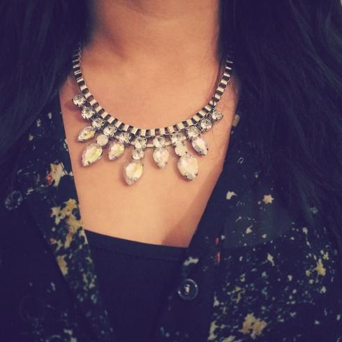 Six accessories, necklace, halskæde, statement, diamonds, silver, iridescent